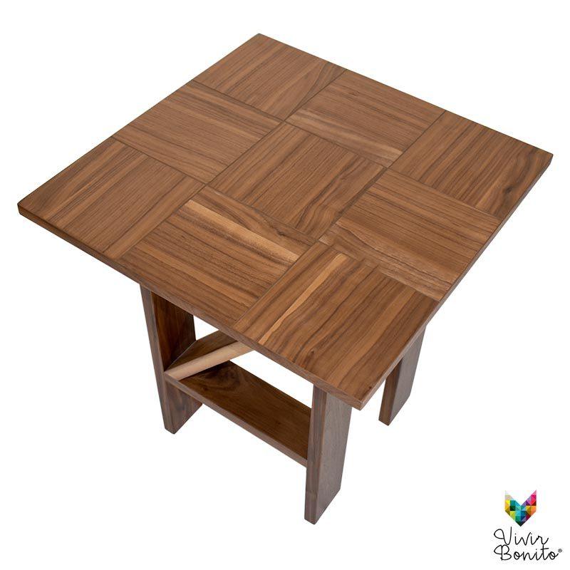 mesa de madera tonala nogal vetas