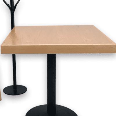 Mesas y sillas para restaurantes madera haya natural carpinteria interiorismo cafeterias y bares sobre diseño