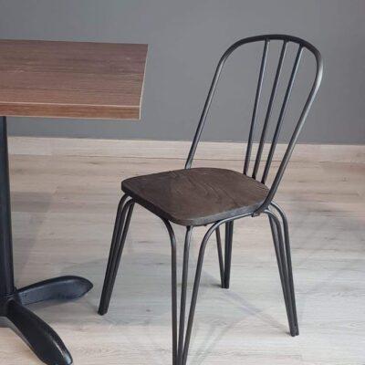 sillas-de-madera-con-patas -de-metal